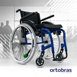 Cadeira de rodas Ortobras Star Lite 2.0 com apoio de braços e anti tombo